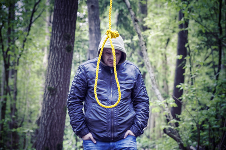 gallow: The noose before the man in the dark woods
