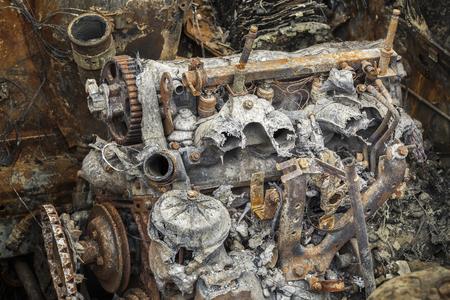 quemado: Quemado abajo del motor oxidado