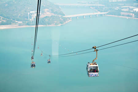 lantau: Hong Kong, Lantau Island, 17 gennaio 2012, su Ngong Ping Cable Car 360 Vai a Po Lin Tempio Editoriali