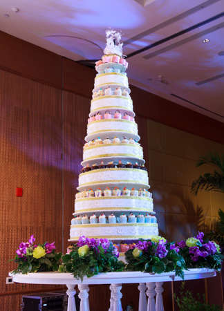 wedding guest: Luxury Indoors Wedding Cakes With Stage Wedding Party Stock Photo