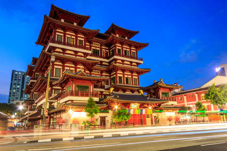 chinatown: Buddha Tooth Relic Temple in Singapore Chinatown