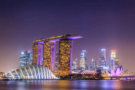 singapur noche ciudad con edificios de fotos retratos imgenes y fotografa de archivo libres de derecho image