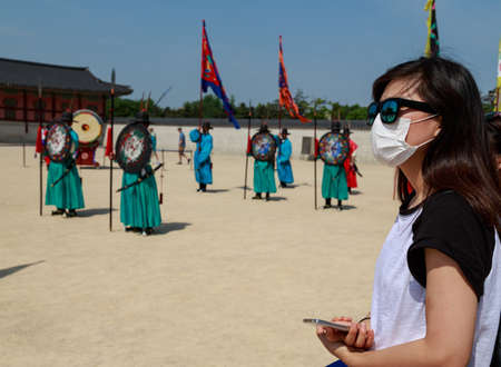 korea girl: SOUTH KOREA - JUNE 10: A tourist wearing a mask for protect from Mers virus in South Korea, on June 10, 2015Virus MERS, which has no known cure or vaccine, is considered a deadlier but less infectious cousin of Severe Acute Respiratory Syndrome (SARS). Editorial