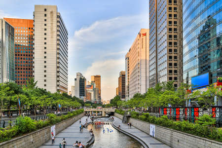 south park: Seoul, South Korea - June 12, 2015: Cheonggyecheon is a 10.9 km long, modern public recreation space in downtown Seoul, South Korea. Editorial