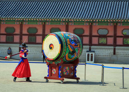 ceremonial clothing: Seoul, South Korea - JUNE 10: Guards at Gwanghwamun Gate, the entrance of Gyeongbokgung Palace on June 10, 2015 in Seoul of South Korea, Guards have been placed at the palace, since the 14th C.