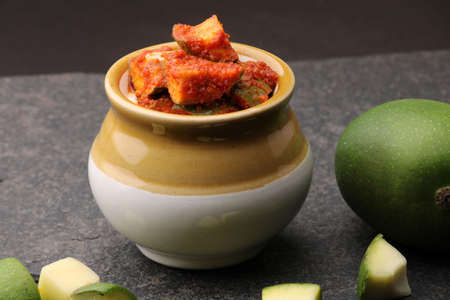 Homemade Mango Pickle or aam ka achar Kairi Loncha Stockfoto