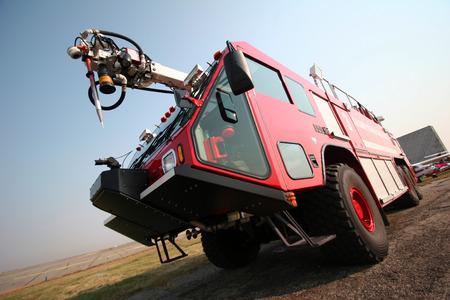 voiture de pompiers: A�roport de pompiers Banque d'images