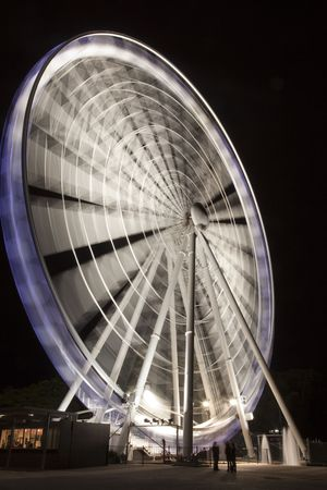 wheel spin: Brisbane Wheel at night