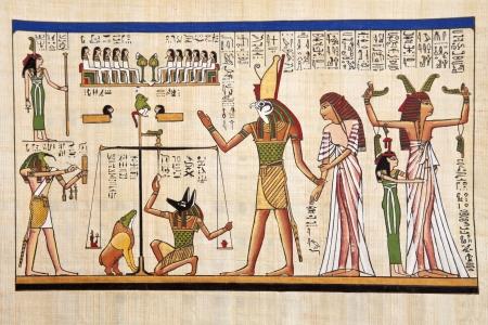 アンティークのエジプトのパピルスと象形文字