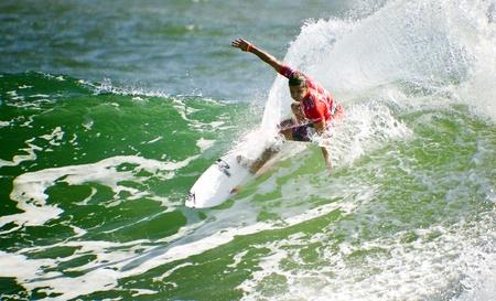 SNAPPER ROCKS, GOLD COAST, AUSTRALIA - FEB 26: Unidentified Surfer races the Quiksilver & Roxy Pro World Title Event. February 26, 2012, Snapper Rocks, Gold Coast, Australia  新聞圖片