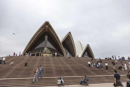 utzon: SYDNEY - DECEMBER 29  The Iconic Sydney Opera House is a moulti-venue performing arts centre also containing bars and outdoor restaurants  December 29, 2009 in Sydney, Australia