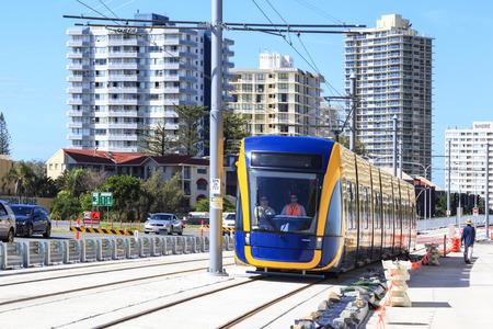 no correr: GOLD COAST AUSTRALIA - 29 de marzo a estrenar de tren ligero en funcionamiento de prueba a�n no est� abierta al p�blico, en virtud de la puesta en marcha en Surfers Paradise en 29 de marzo 2014 Australia