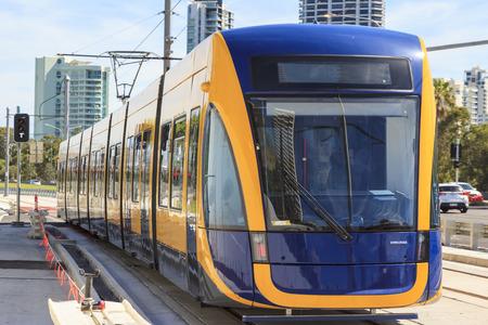 no correr: GOLD COAST AUSTRALIA - 29 de marzo estrenar tren ligero en funcionamiento de prueba a�n no est� abierta al p�blico, en virtud de la puesta en Surfers Paradise en 29 de marzo 2014 Australia