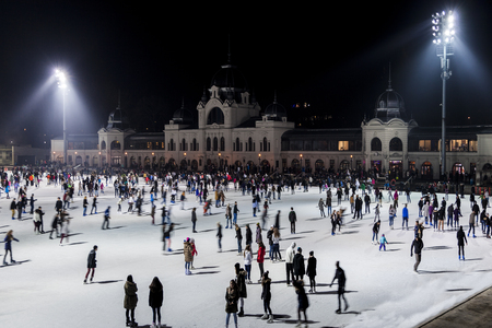 BUDAPEST, HUNGARY - DECEMBER 20 2015: City Park ice rink  in Budapest, Hungary. City Park is Europe's largest outdoor ice skating rink in the winter and a lake for boating in the summer Redactioneel