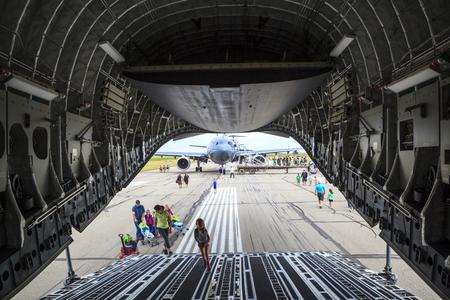 avion chasse: LETHBRIDGE CANADA 25 JUN 2015: International Air Show et Open House pour le Canadien, Etats-Unis et militaires et civiles actuelles et historiques des avions britanniques. Il y avait aussi de nombreux vols aussi bien.