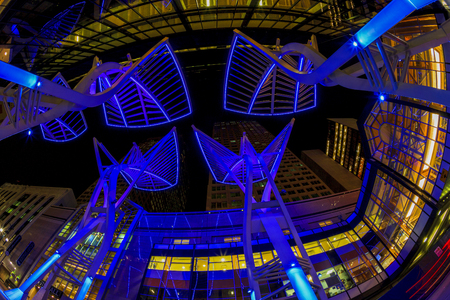 CALGARY CANADA 1-3-2015: Calgary at night is considered a beta- world city by the Globalization and World Cities study group and tied for 5th best - home for large number of corporate head offices 免版税图像 - 53640492