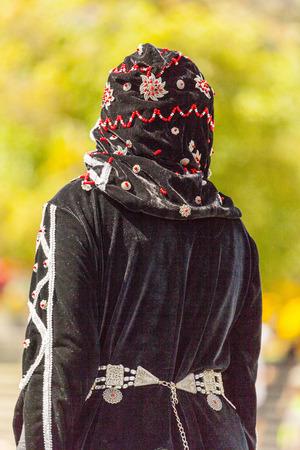 bailarinas arabes: CALGARY CANADA DE JULIO DE 10 2014: Modelos de caminar pista en el festival árabe en Calgary Olympic Plaza El festival celebra la profundidad y la diversidad de las culturas en todos los países árabes. Este festival fue el primer año y los organizadores esperan que sea una RNA Editorial