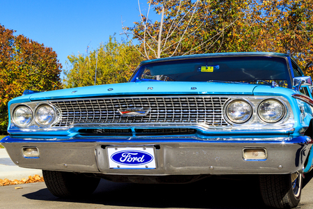 HIGH RIVER CANADA 9 27 2015 : Vintage Cars Show River Classic where participants lined up and show their restoration masterpieces. One of the biggest show in Canada with many USA participants. 에디토리얼
