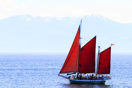 continente americano: Victoria, BC, Canadá - JUN 26 de 2016: Vista general del horizonte de la ciudad puerto interior del centro. Victoria es uno de los destinos turísticos de Canadá y de todo el continente americano del Norte.