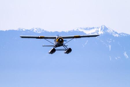 VICTORIA, BC, CANADA - 22 mei 2016: Float-plane verkeer in de binnenhaven. Dit vervoer is van vitaal belang en zeer frequent tussen Vitoria en Vancouver, ook de vlucht is zeer foto's. Redactioneel