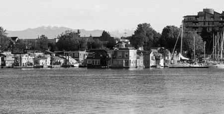 continente americano: Victoria, BC, Canadá - mayo 7 2016: Vista general del horizonte de la ciudad puerto interior del centro. Victoria es uno de los destinos turísticos de Canadá y de todo el continente americano del Norte.