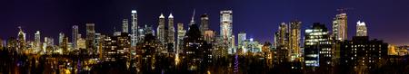 カナダ カルガリー 20151231: 夜のカルガリーであるベータ世界都市グローバル化によって、世界都市研究グループと企業の本社数が多いためホーム