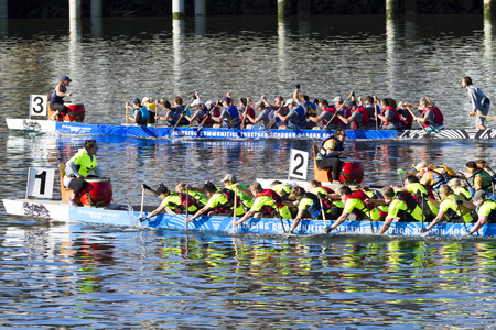 VICTORIA CANADA - AUG 14 2016: The annual Victoria Dragon Boat Festival. Victorias most spectacular summer festivals and the only dragon boat festival in Canada to take place in a working harbour. Редакционное