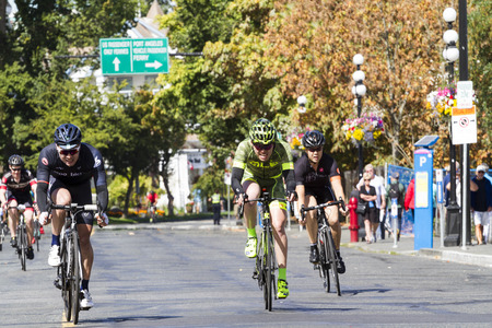VICTORIA CANADA AUG 21 16: Cyclists all age and gender at the start line in the Tour DE Victoria 140, 90, 45 km routes with world-class cycling routes and breathtaking sceneries. Public event. Redakční