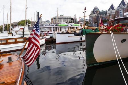 exhibitor: VICTORIA CANADÁ-septiembre 4 de 2016: Victoria Festival del Bote del Clásico Anual atraen a muchos propietarios y visitantes de Canadá, EE.UU.. Hay muchas artesanías en exhibición y la vela en el último día de las tapas del evento .. Editorial