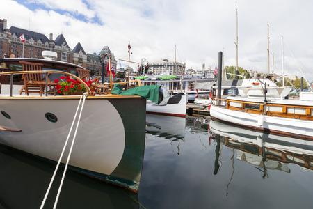 EXHIBIDOR: VICTORIA CANADÁ-septiembre 4 de 2016: Victoria Festival del Bote del Clásico Anual atraen a muchos propietarios y visitantes de Canadá, EE.UU.. Hay muchas artesanías en exhibición y la vela en el último día de las tapas del evento .. Editorial