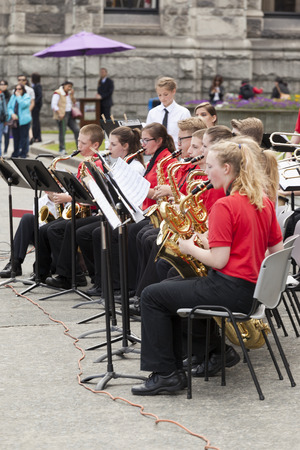 victoria bc: VICTORIA,BC,CANADA-MAY 22,2016: Battle of Marching Bands from Canada and USA in the Victoria Day in front of Parliament House. This is Victorias largest parade, attracting well over 100,000 people.. Editorial