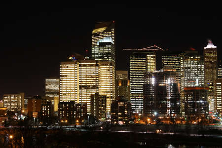 CALGARY CANADA 31-12-2015: Calgary at night, considered by the World Cities study group and tied for 5th best - home for large number of corporate head offices. Redactioneel
