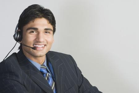 Medewerker van de klantenservice dragen een headset