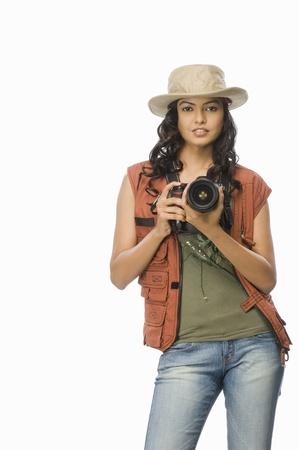 디지털 카메라로 여성 사진 작가의 초상화 스톡 콘텐츠
