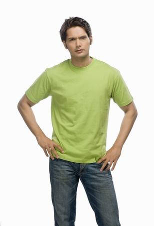 male fashion model: Retrato de un modelo de moda joven masculina posando LANG_EVOIMAGES