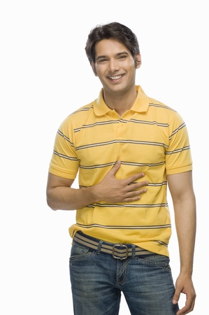 male fashion model: Retrato de un modelo de moda masculina joven sonriente LANG_EVOIMAGES