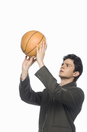 photosindia: Businessman playing basket ball LANG_EVOIMAGES