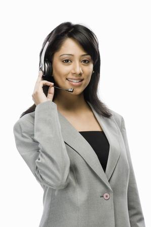 Portret van een vrouwelijke medewerker van de klantenservice glimlachen Stockfoto