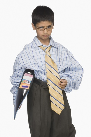 businessman pondering documents: Portrait of a boy wearing oversized clothes and holding a file LANG_EVOIMAGES