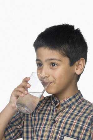 1 boy only: Schoolboy drinking a glass of water LANG_EVOIMAGES