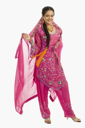salwar: Portrait of a woman in salwar kameez LANG_EVOIMAGES