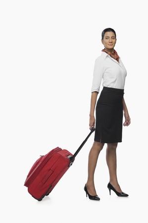 hotesse de l air: Hôtesse de l'air transportant ses bagages