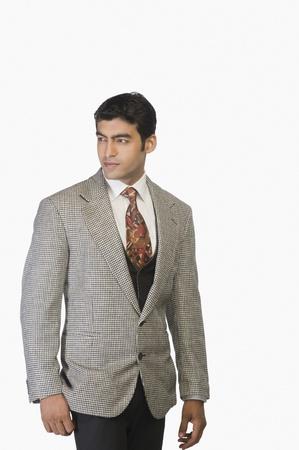 looking sideways: Businessman looking sideways