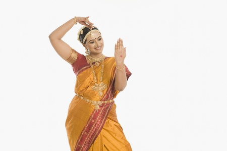 patti: South Indian woman making hand gesture LANG_EVOIMAGES