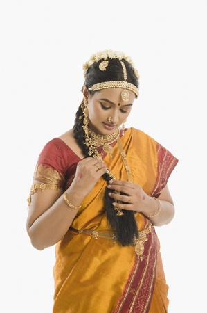 gajra: South Indian woman in traditional clothing LANG_EVOIMAGES
