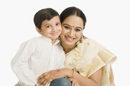Portret van een vrouw lachend met haar zoon