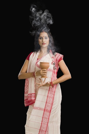 religious clothing: Bengali woman performing ritual dance LANG_EVOIMAGES