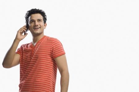 Man praten op een mobiele telefoon