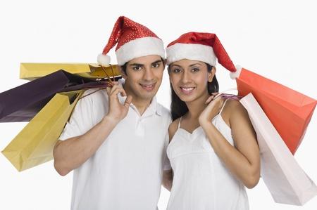 Paar carrying Shopping bags