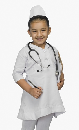 enfermera con cofia: Chica vestida como enfermera y sonriente